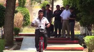 Sinh viên Mexico chế xe máy tự tạo năng lượng