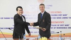 Cố vấn trưởng Dự án Hỗ trợ phát triển Năng lượng tái tạo tại Việt Nam nhận kỷ niệm chương ngành Công Thương