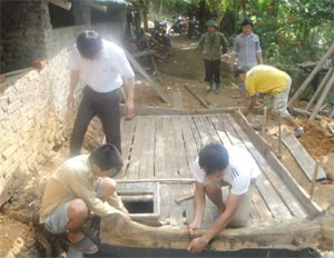 Hòa Bình hỗ trợ người dân xây hầm biogas