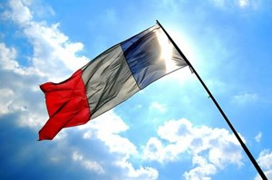 Pháp tăng hiệu suất sử dụng năng lượng mặt trời năm 2023