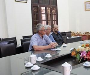 Giám đốc Chương trình Hợp tác toàn cầu, Cơ quan Năng lượng Đan Mạch thăm làng gốm Kim Lan