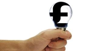 Anh giúp đỡ người có hoàn cảnh khó khăn cắt giảm hóa đơn năng lượng