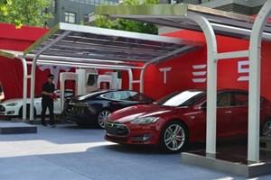 Hanergy ra mắt xe ô tô chạy bằng năng lượng mặt trời