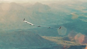 Máy bay không người lái chạy bằng năng lượng mặt trời của Facebook cất cánh