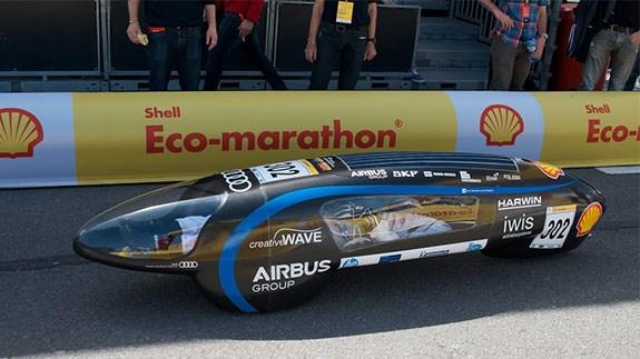 Xe ô tô chạy bằng xăng và điện đi được 26.000 dặm chỉ với một gallon nhiên liệu