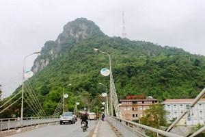 Hà Giang xây dựng mô hình chiếu sáng bằng NLMT tại đường lên núi Cấm