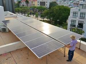 Giữ giá điện để kích thích phát triển mạng lưới năng lượng mặt trời áp mái