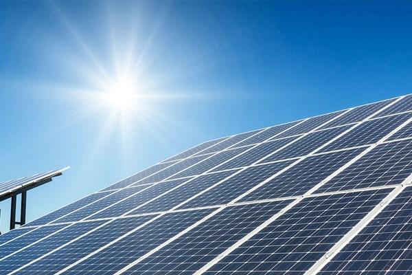 """Thay thế dung môi độc hại: Giải pháp an toàn hơn, """"xanh"""" hơn để tạo ra pin mặt trời"""